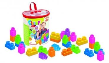 30 kostek v plastové